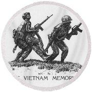 Vietnam Memorial Statue Round Beach Towel