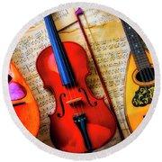 Violin And Mandolins Round Beach Towel
