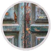 Weathered Rustic Green Door Of Cortona Round Beach Towel