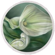 White Callas With Leaf Round Beach Towel