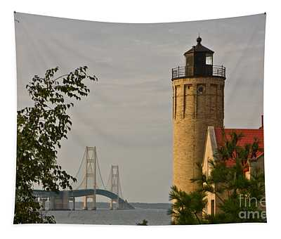 0558 Old Mackinac Point Lighthouse Tapestry