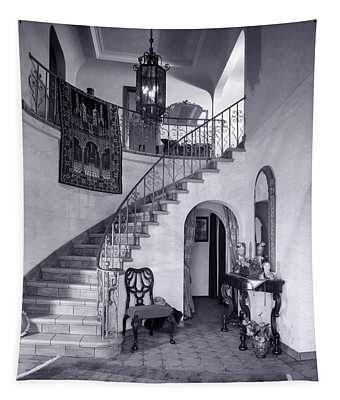 1920s Upscale Home Entry With Spiral Tapestry