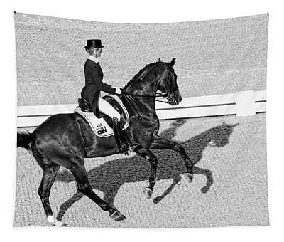 Dressage Une Noir Tapestry