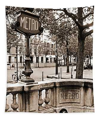 Metro Franklin Roosevelt - Paris - Vintage Sign And Streets Tapestry
