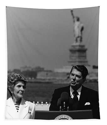 Reagan Speaking Before The Statue Of Liberty Tapestry
