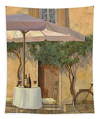 Un Ombra In Cortile Tapestry