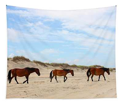 Wild Horses Of Corolla - Outer Banks Obx Tapestry