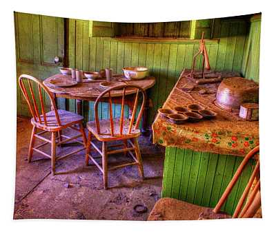 Kitchen Table Bodie California Tapestry