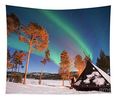 Northern Lights By The Lake Tapestry