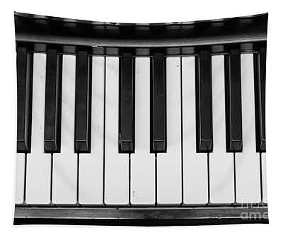 Piano Keys Black And White Tapestry