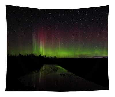 Red And Green Aurora Pillars Tapestry