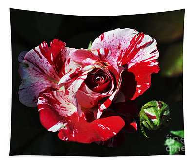 Red Verigated Rose Tapestry