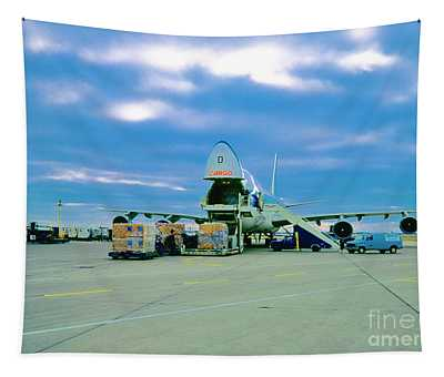 Cargo 747 Nose Loaded Chicago Ohare 52102000100 Tapestry