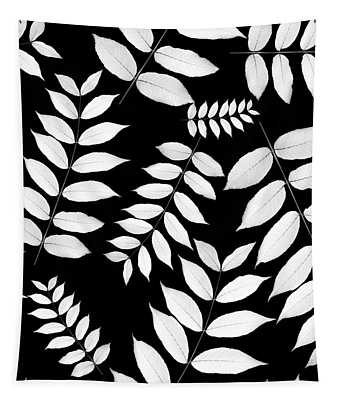 Leaf Pattern Black And White Tapestry