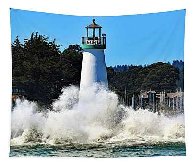 Santa Cruz Lighthouse And Crashing Waves Tapestry