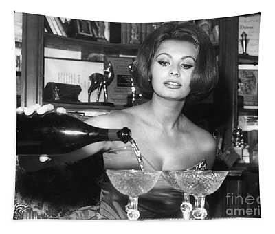 Sophia Loren, Coupe Champagne Glasses Tapestry