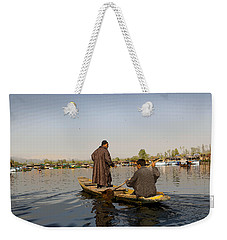 Cartoon - Kashmiri Men Plying A Wooden Boat In The Dal Lake In Srinagar Weekender Tote Bag