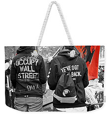 Weekender Tote Bag featuring the photograph Che At Occupy Wall Street by Lilliana Mendez