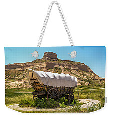Weekender Tote Bag featuring the photograph Covered Wagon At Scotts Bluff National Monument by Sue Smith