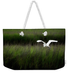 Weekender Tote Bag featuring the photograph Egret At Pawleys Island by Frank Bright