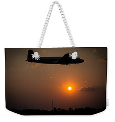 Weekender Tote Bag featuring the photograph Skymaster Sunset by Paul Job