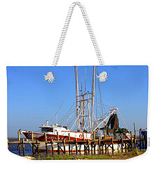 Weekender Tote Bag featuring the photograph The Captain Hw by Gordon Elwell