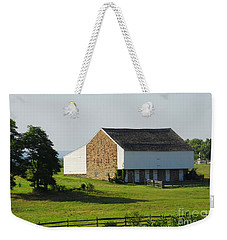Weekender Tote Bag featuring the photograph Brian Barn At Gettysburg by Cindy Manero