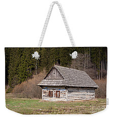 Weekender Tote Bag featuring the photograph Old Log House by Les Palenik
