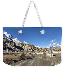 On The Annapurna Circuit Trekking Near Manang In Nepal Weekender Tote Bag