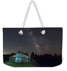 Weekender Tote Bag featuring the photograph Barn In Rocky by Gary Lengyel