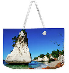 Weekender Tote Bag featuring the photograph Cathedral Cove by Mark Dodd