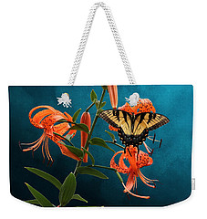 Eastern Tiger Swallowtail Butterfly On Orange Tiger Lily Weekender Tote Bag