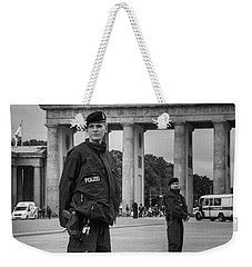 Weekender Tote Bag featuring the photograph Eyes Right by Geoff Smith