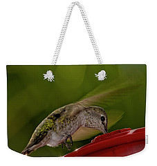 Weekender Tote Bag featuring the photograph Female Anna's Hummingbird H40 by Mark Myhaver