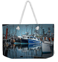 Weekender Tote Bag featuring the photograph Full House by Randy Hall