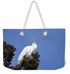 Weekender Tote Bag featuring the photograph Great Egret by Gary Wightman