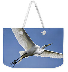Weekender Tote Bag featuring the photograph Great Egret Soaring by Gary Wightman