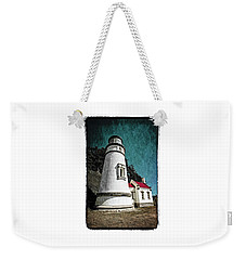 Weekender Tote Bag featuring the photograph Hecitia Head Lighthouse by Jeffrey Jensen