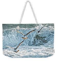 Weekender Tote Bag featuring the photograph Hunting The Waves by Don Durfee
