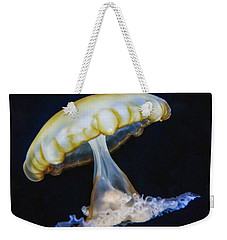 Weekender Tote Bag featuring the photograph Jellyfish No. 1 by Alan Toepfer