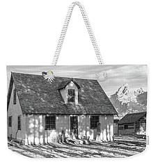 Weekender Tote Bag featuring the photograph Moulton Homestead - Pink House by Colleen Coccia
