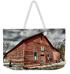 Weekender Tote Bag featuring the photograph Old Barn In Roslyn Wa by Jeff Swan