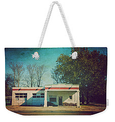 Weekender Tote Bag featuring the photograph Old Mechanic Shop On 81 Oklahoma by Toni Hopper
