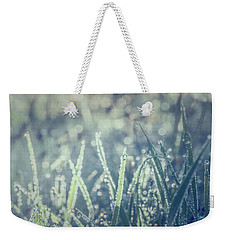 Weekender Tote Bag featuring the photograph Sparklets by Gene Garnace