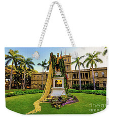 Weekender Tote Bag featuring the photograph Statue Of, King Kamehameha The Great by D Davila