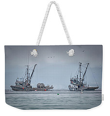 Weekender Tote Bag featuring the photograph Western Gambler And Marinet by Randy Hall