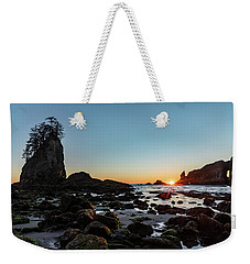 Weekender Tote Bag featuring the photograph Sunburst At The Beach by Ed Clark