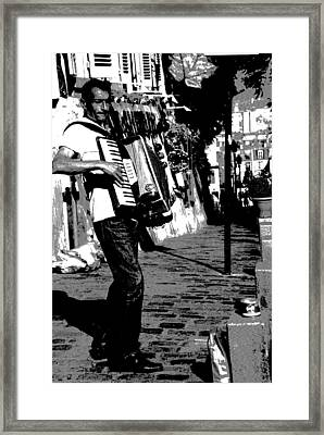 Accordioniste Framed Print
