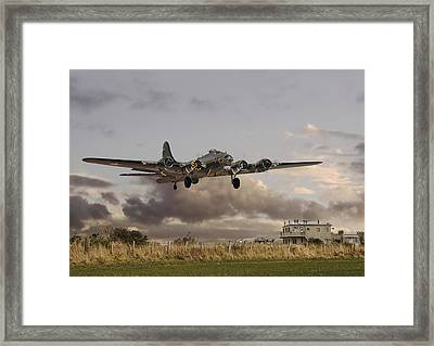 B17- 'airborne' Framed Print by Pat Speirs