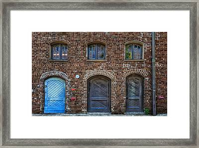 Trio Of Doors On Queen Street Framed Print by Frank J Benz